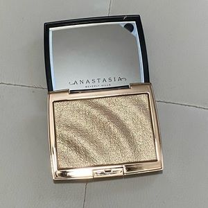 Anastasia AMREZY highlighter illuminator LE